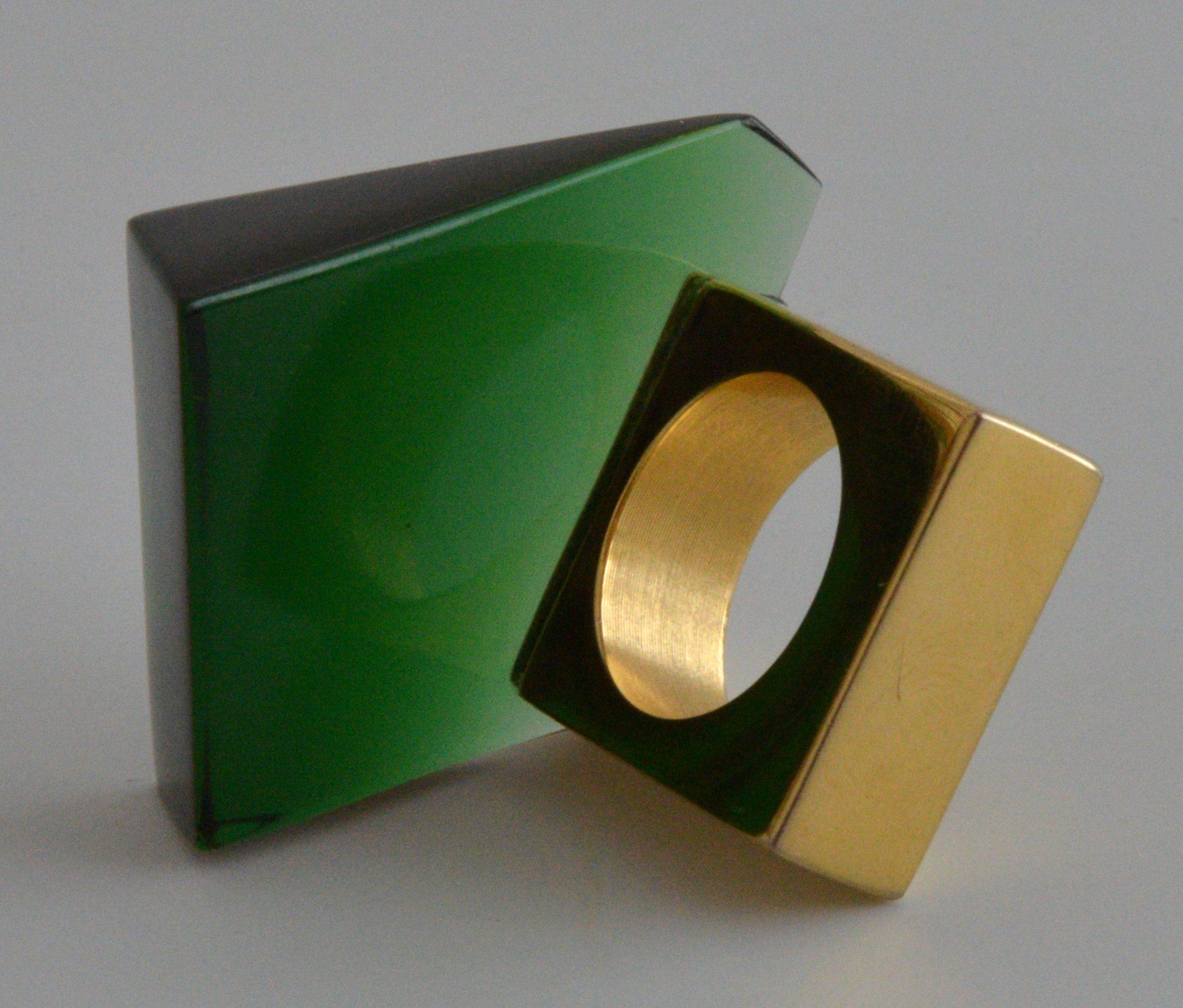 Svatopluk Kasalý, ring, 2002, glas, goud, messing Particuliere collectie