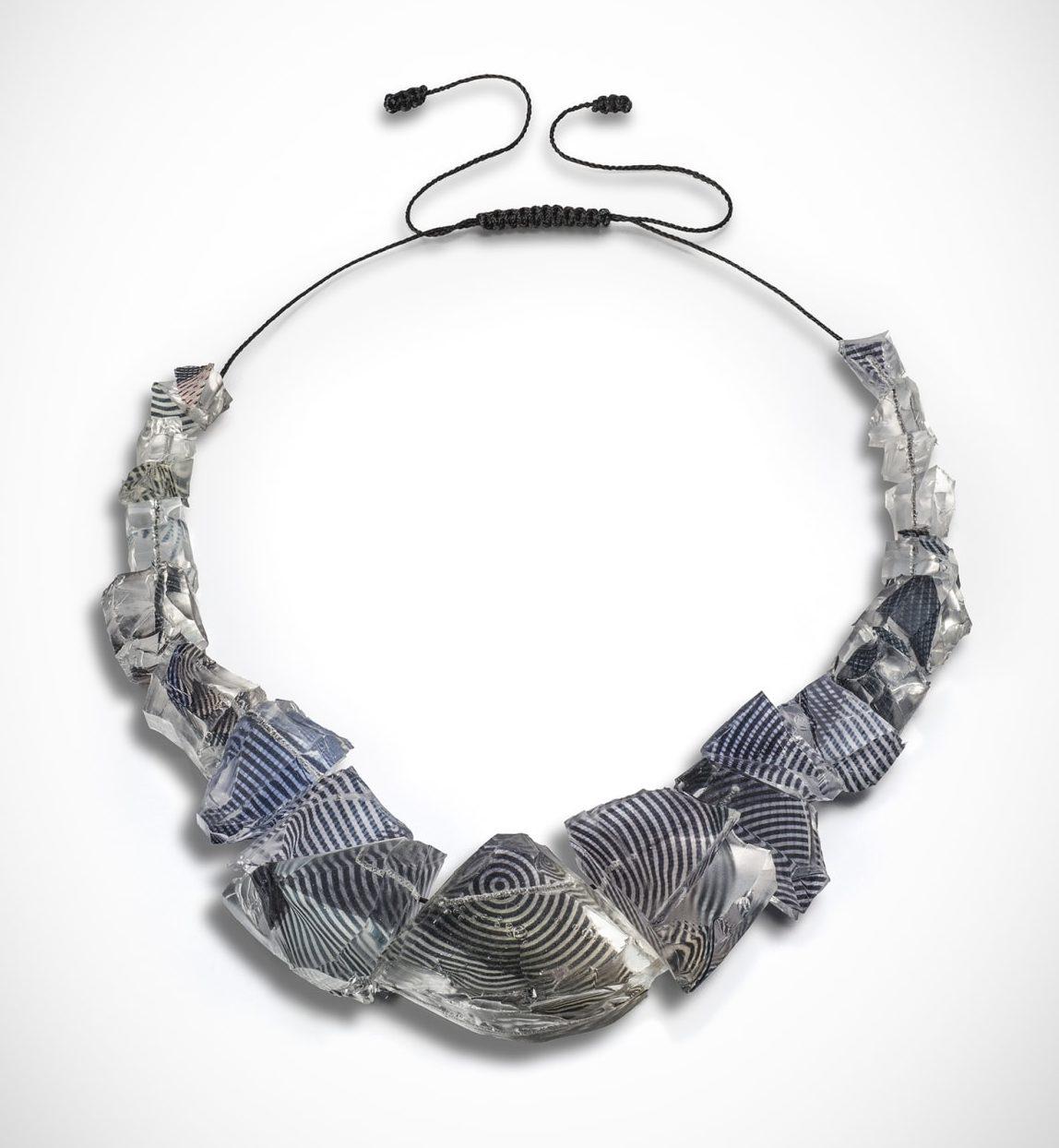 Ron Arad, Rocks Necklace, halssieraad, 2015, silicone, zijde