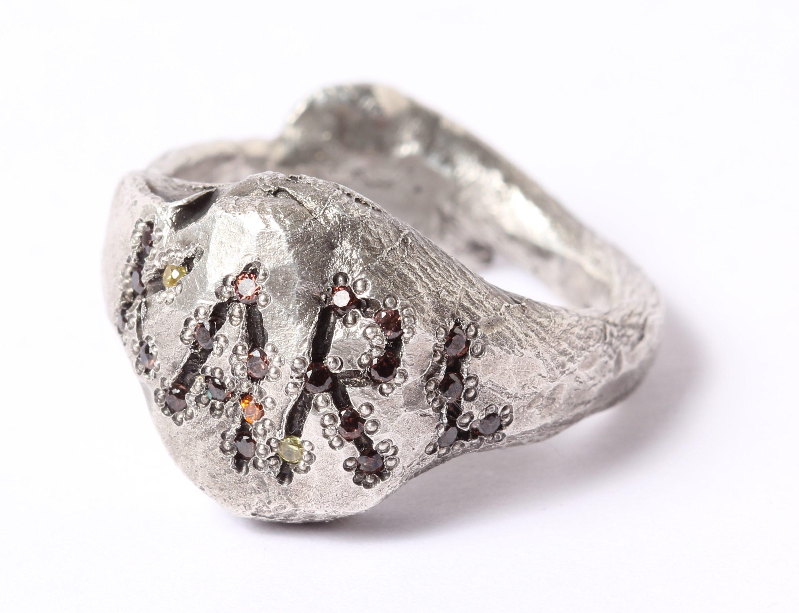 Karl Fritsch, ring, 2015. Von Hier und Dort, 2015, zilver, zirconia