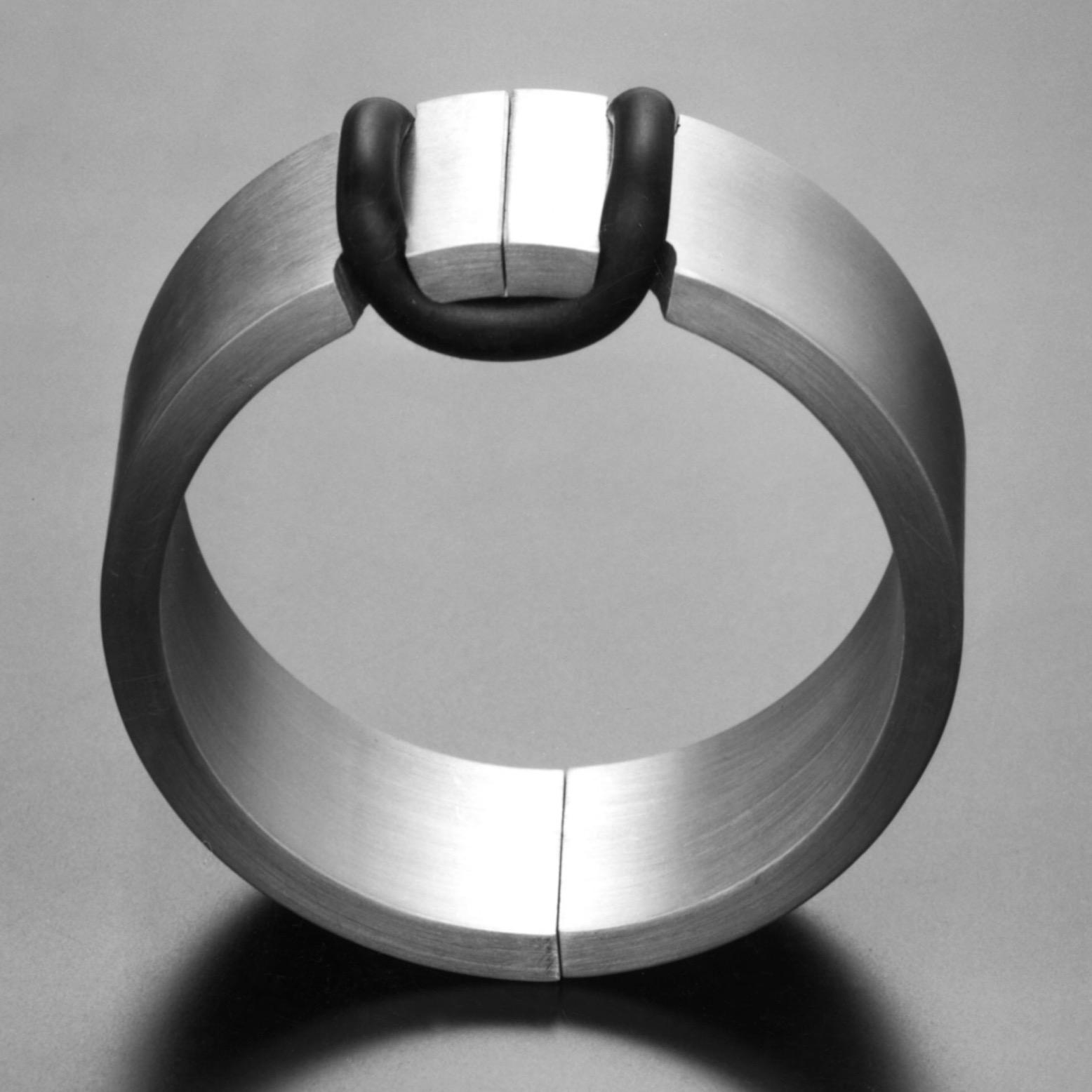 Hans Appenzeller, armband, 1973, aluminium, rubber