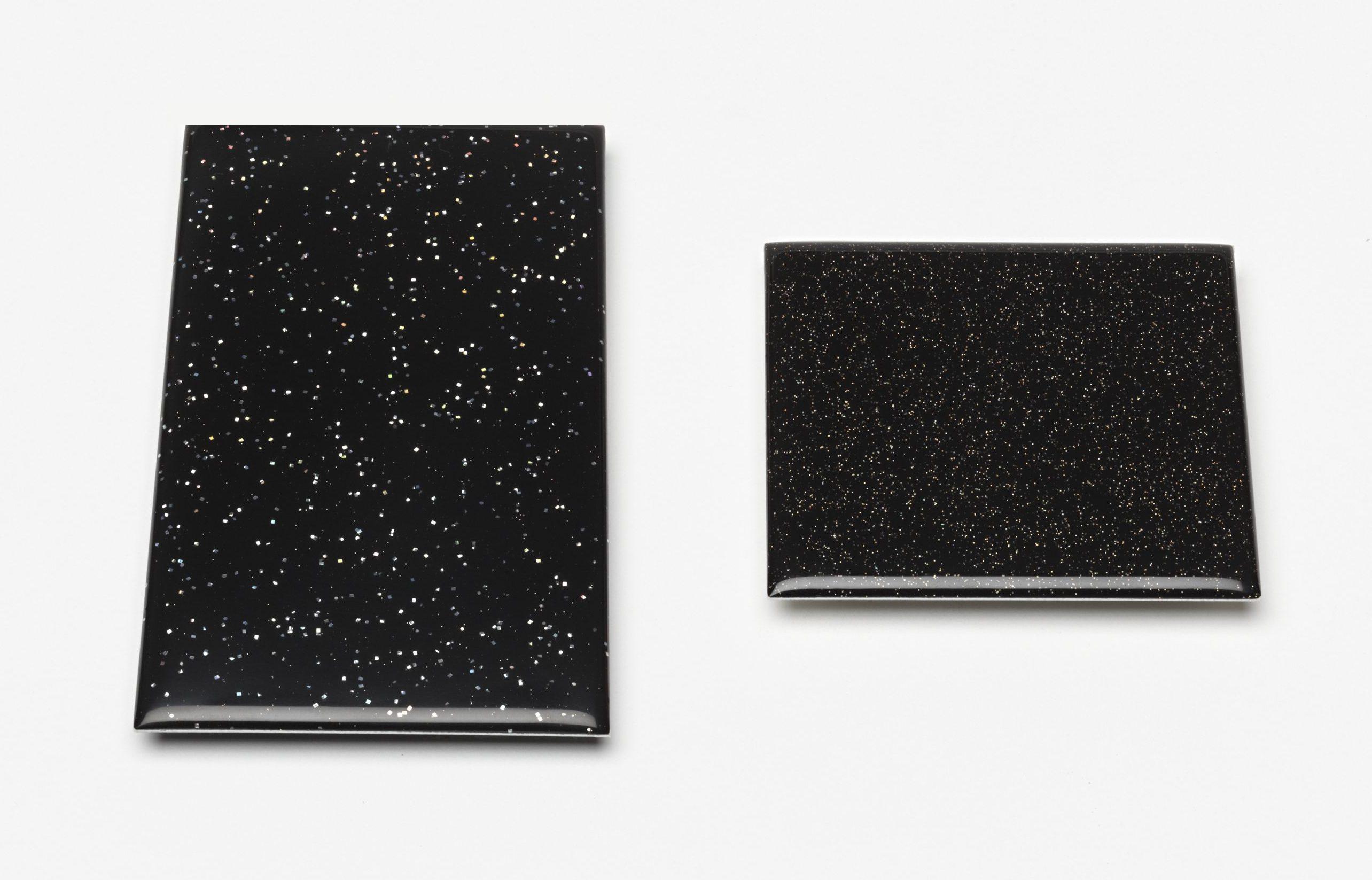 Kiko Gianocca, Never been there, broches, 2012, voorzijde. Von Hier und Dort, 2015, zilver, hars, lak