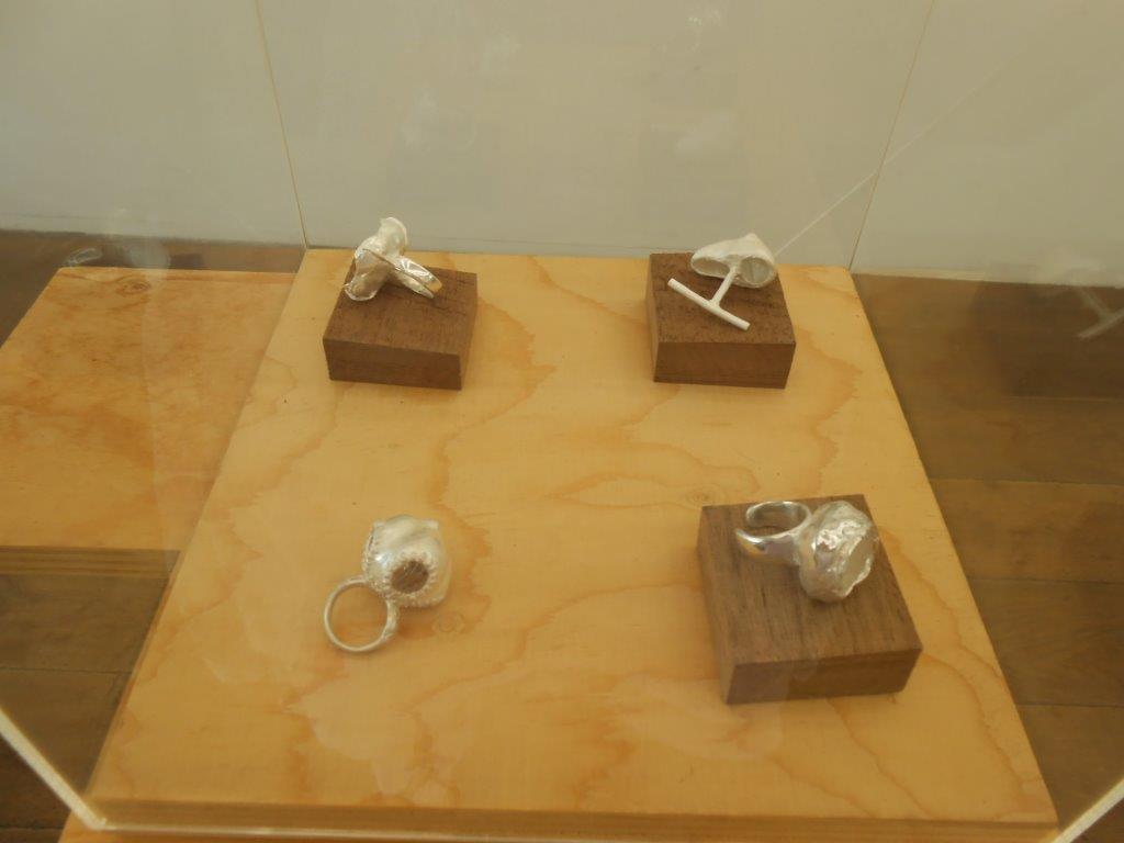 Papier ZILVER Staal, Galerie Niek Waterbolk, 2021. Foto Maja Houtman, tentoonstelling, ringen