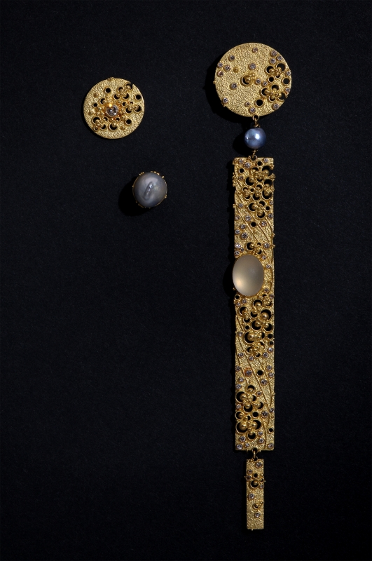 Gerda Flöckinger, #713, oorsieraden, goud, parel, diamanten, maansteen