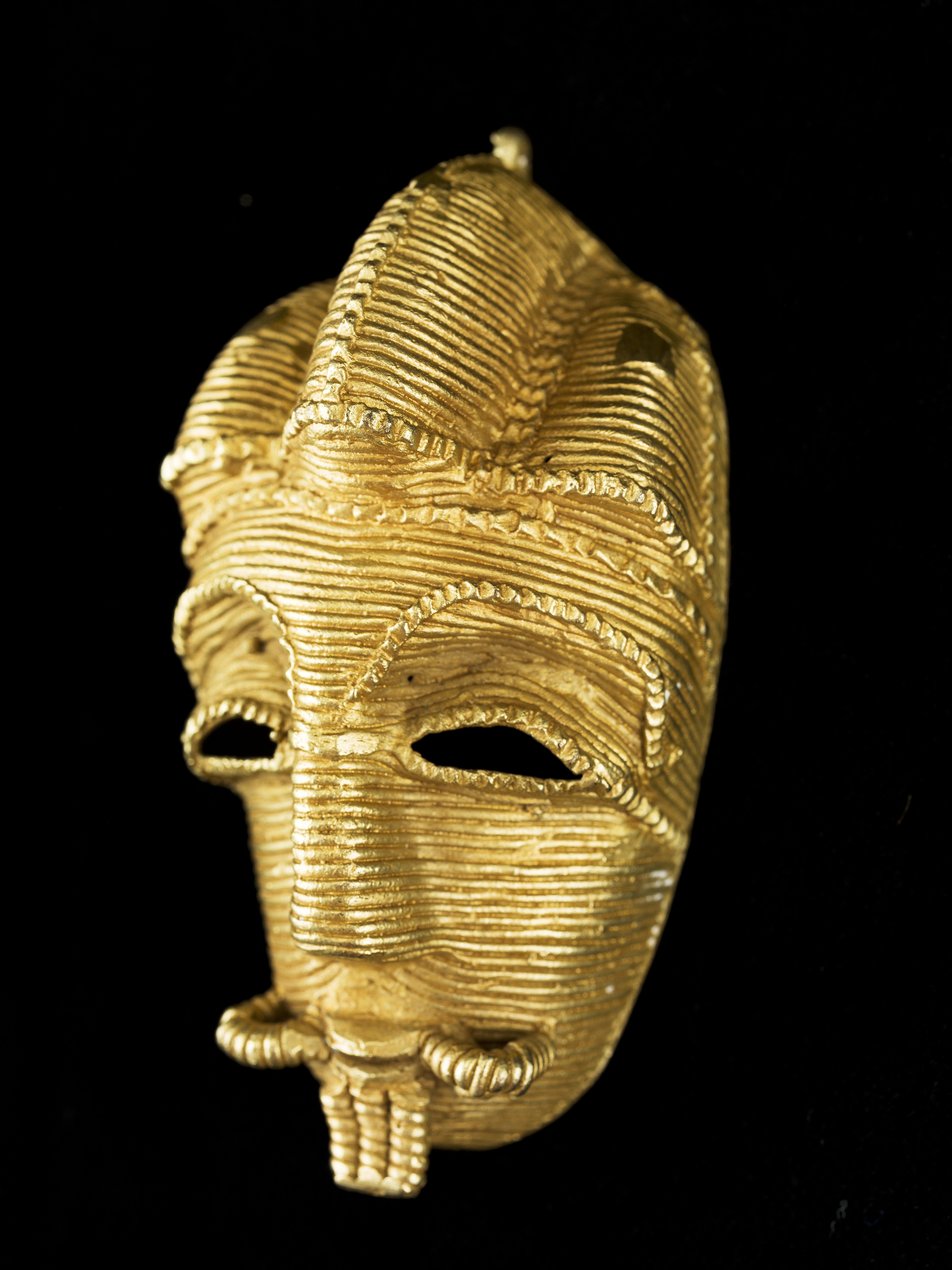 Hanger. Collectie Museu Etnològic i de Cultures del Món, MEB CF 4818