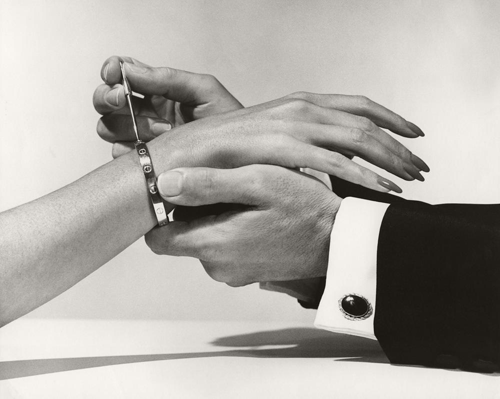 Aldo Cipullo voor Cartier, Love Bracelet, 1969. Foto Gary Bernstein