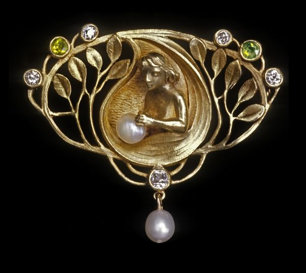 Max Joseph Gradl voor Theodor Fahrner, Aphrodite, broche, circa 1900. Foto David & Sonya Newell-Smith, goud, diamant, granaat, parels