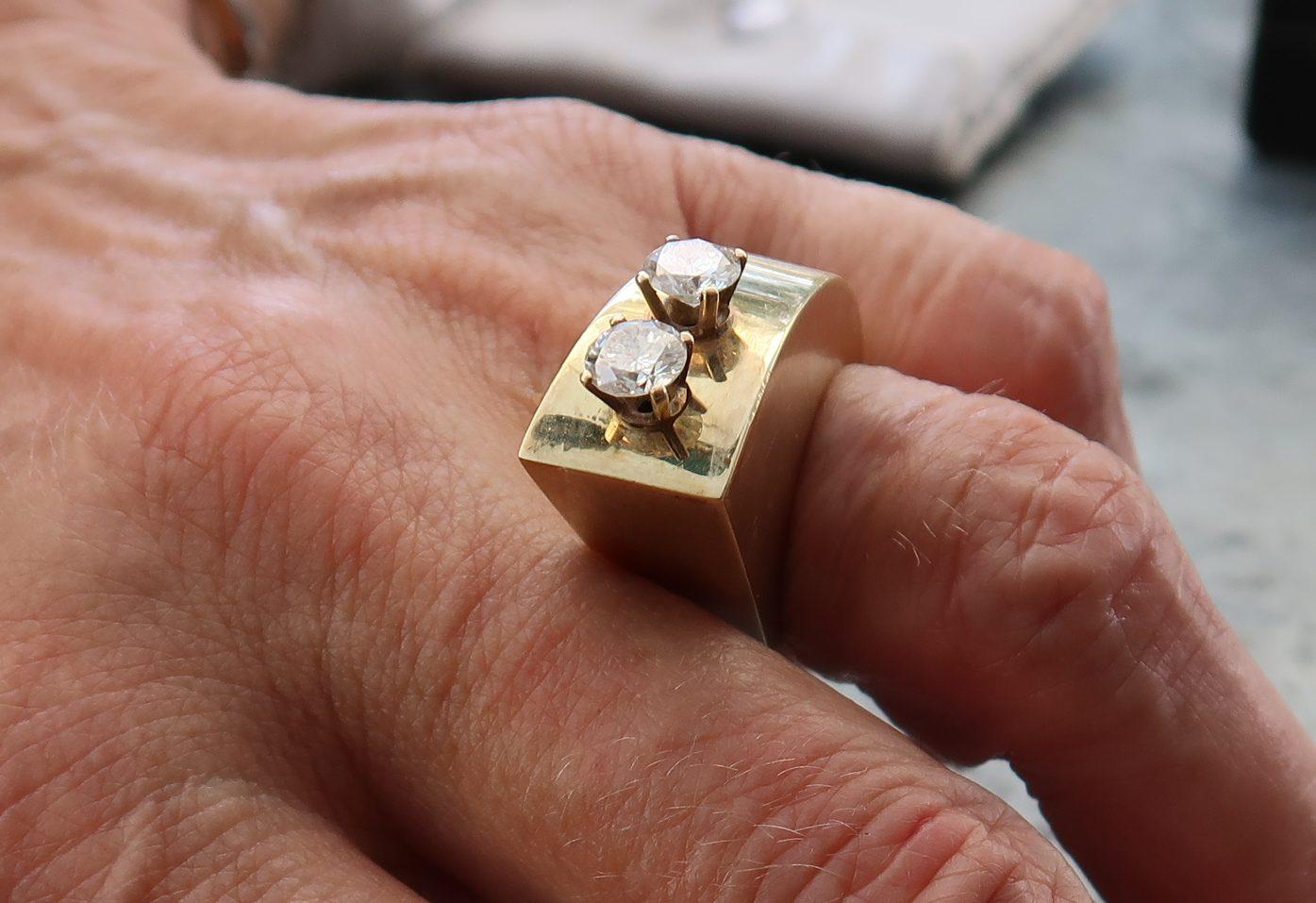 Karel Niehorster, ring, 1991. Particuliere collectie. Foto Coert Peter Krabbe, goud, briljanten