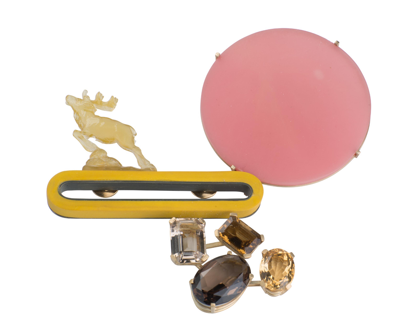 Jantje Fleischhut, Pink Moon, broche, 2008. Collectie CODA. Foto CODA, kwarts, kunststof