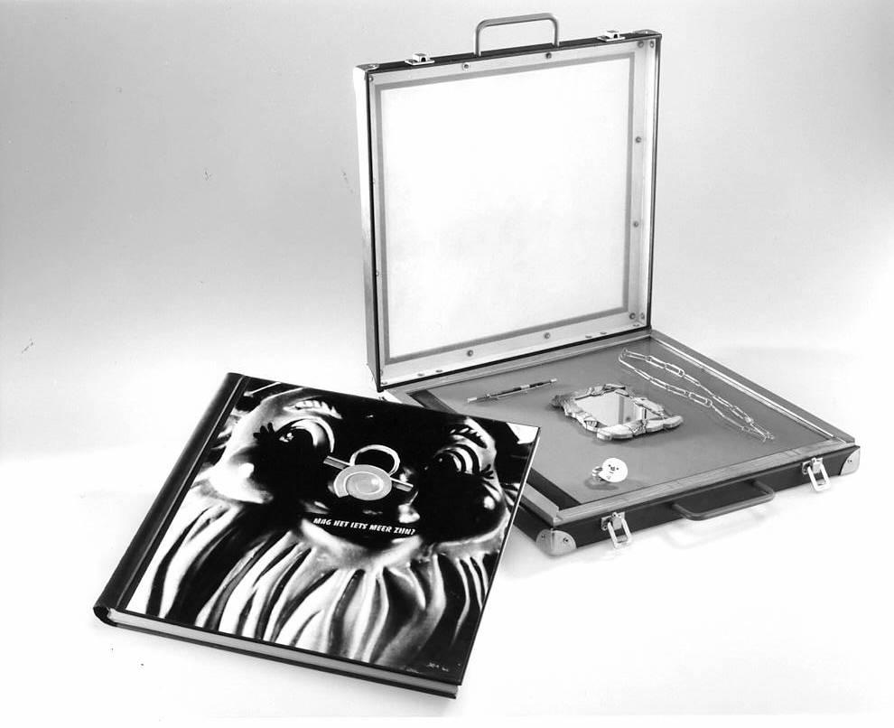 Luxe editie monografie Marion Herbst, 1993. Koffer door Berend Peter, papier, karyon, metaal