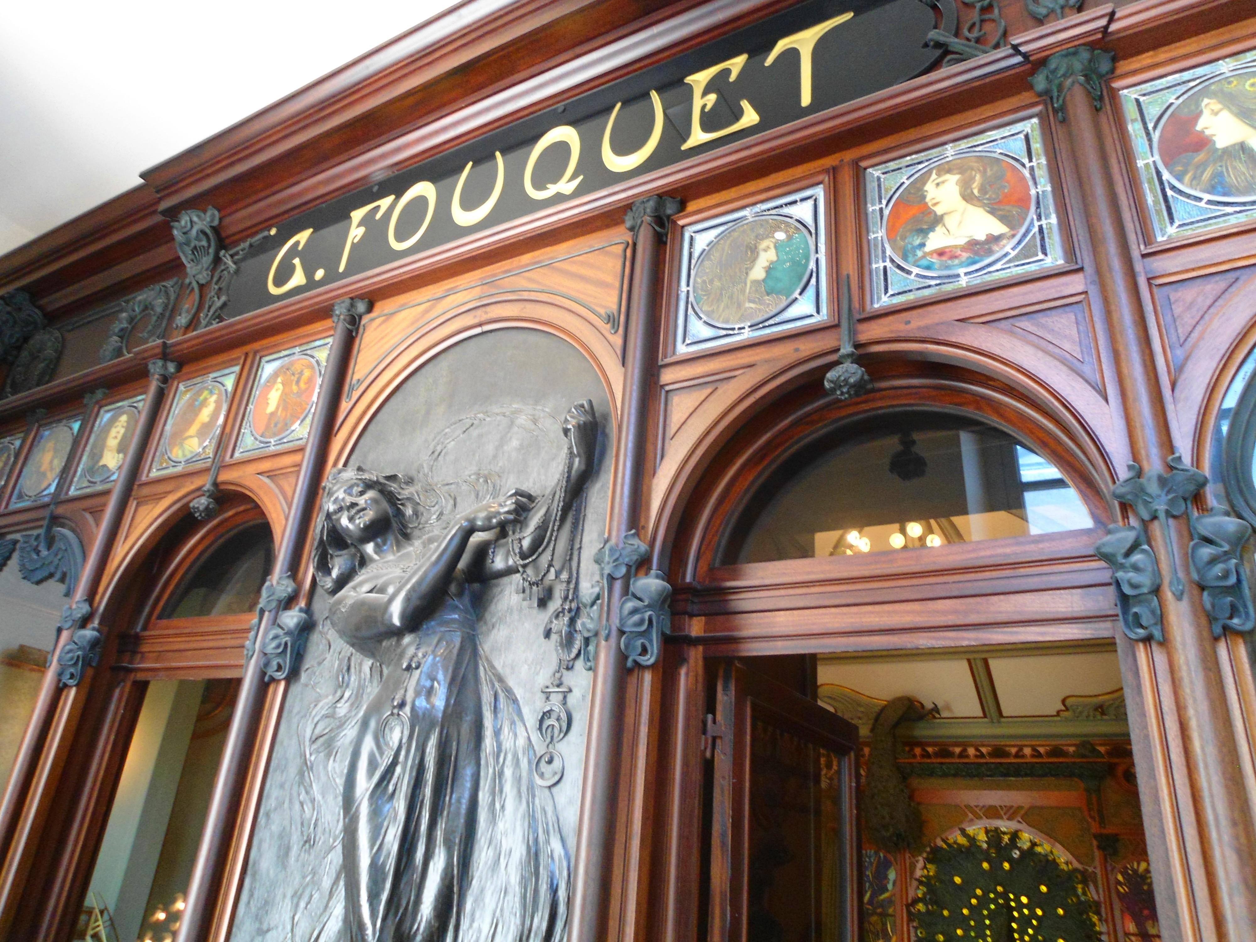 Alphonse Mucha voor Georges Fouquet, winkelpui. Collectie Musée Carnavalet. Foto Rebexho