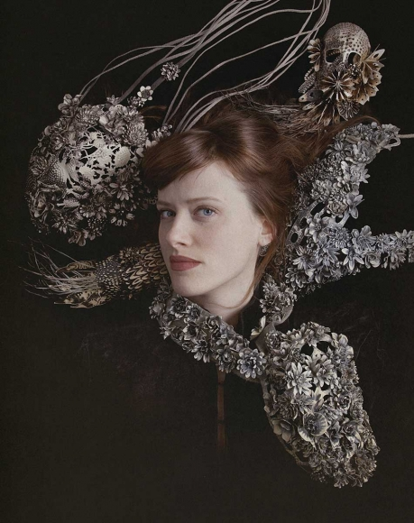 Hanna Hedman, portret, met halssieraden, 2013