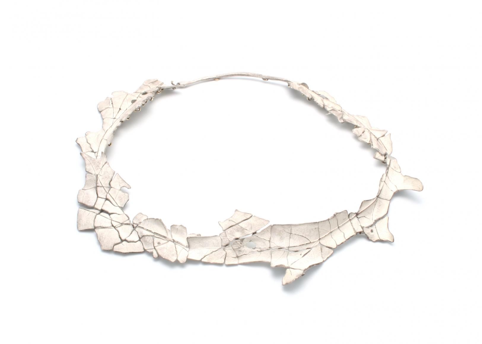John Iversen, Crackle Leaf Necklace 3, halssieraad, 2015, zilver, goud