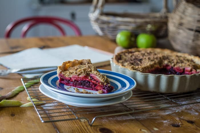 Blackberry and Apple Crumble Pie