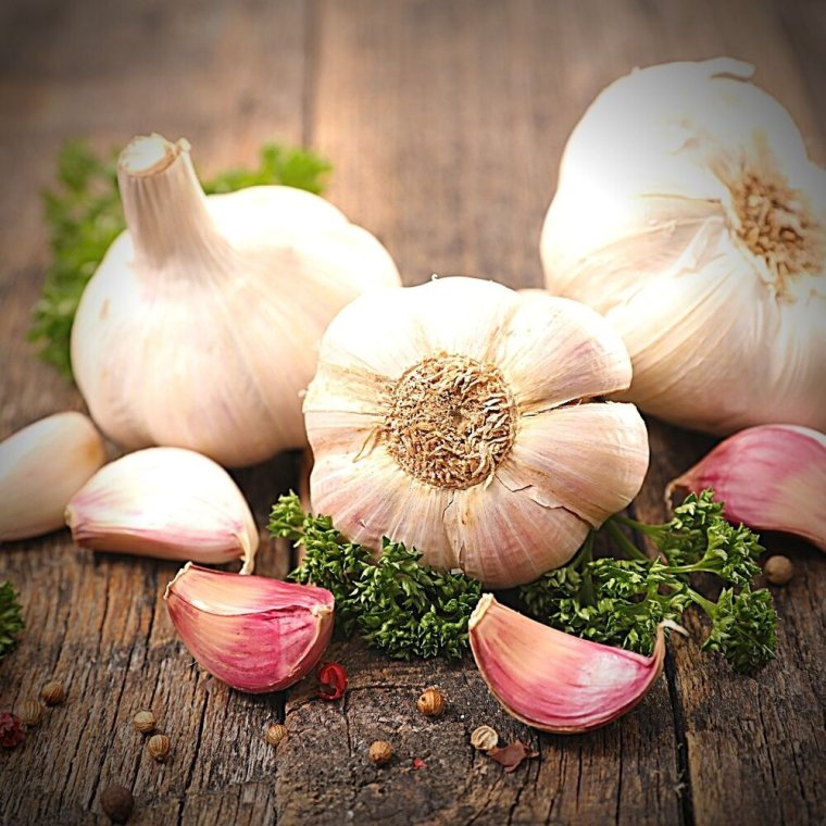 I am making this assumption on the fact that garlic has long also been associated with Hecate. Garlic has long been heralded for its ability to cure illness which connects to Hecate's status as an herbalist and healer. And even before garlic was specifically associated with Hecate, it was said to repel snakes, scorpions, and drive away madness. It was well documented that wreaths of garlic were included in offerings to Hecate at crossroads (where her offerings are typically left). So making her skordalia is not too far of a leap to connect to this very traditional offering! -