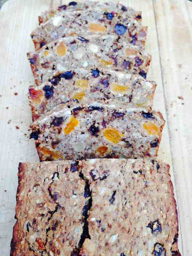 Clean Eating fruit loaf made with no eggs, oil or refined sugar. #vegan #cleaneating #healthy