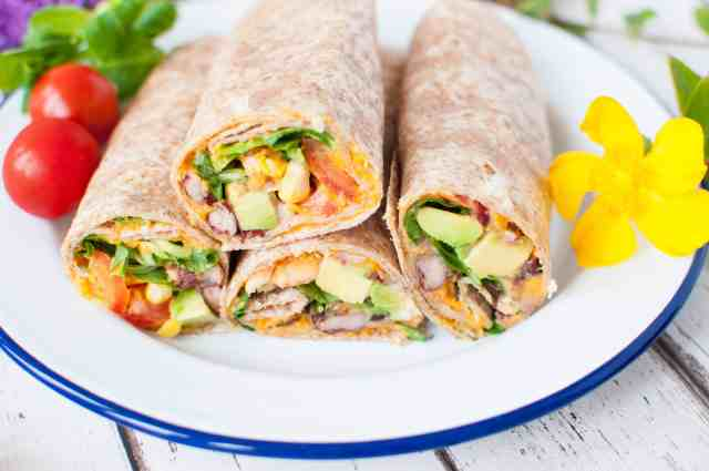Clean eating roasted red pepper hummus wrap recipe which is the perfect rounded combination of protein and good fats, along with fibre #vegan #dairyfree #vegetarian