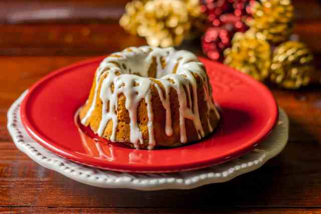 Gorgeous clean eating gingerbread cake recipe with a coconut maple glaze which is moist, full of flavours and easy to make.