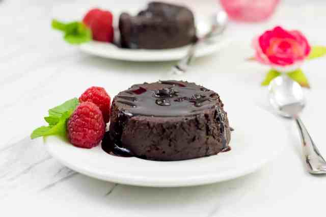 Clean eating chocolate cake recipe with only 8 ingredients. Gluten free, refined sugar free, dairy free and oozing with gooey chocolate centre.