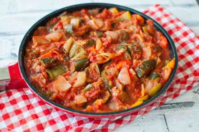 Easy, tasty and budget friendly clean eating ratatouille recipe which also helps to get your 5-a-day in!