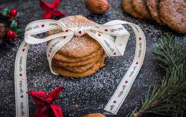 Healthy Christmas biscuits recipe bursting with flavours and a great texture using 5 simple ingredients. Paleo and vegan friendly as well as gluten free.