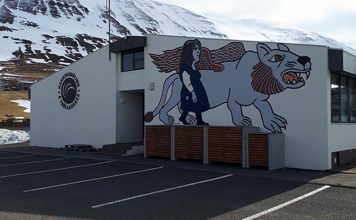 Málverk í eigu Fjallabyggðar til sýnis í MTR í september