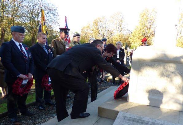 Wreath laying veterans