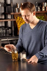 06-Cam Boque mixing old fashioned