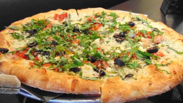 Pie-Tanza Classic Mediterranean Pizza