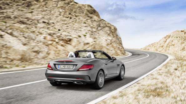 Usodno privlačen Mercedes-Benz SLC.