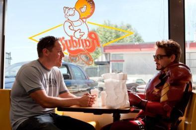Iron Man (2008): Jon Favreau in Robert Downey Jr.