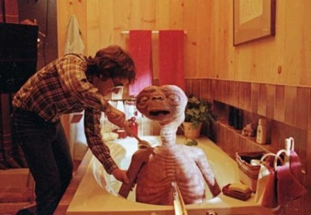E.T. (1982): Steven Spielberg umiva E.T.-ja