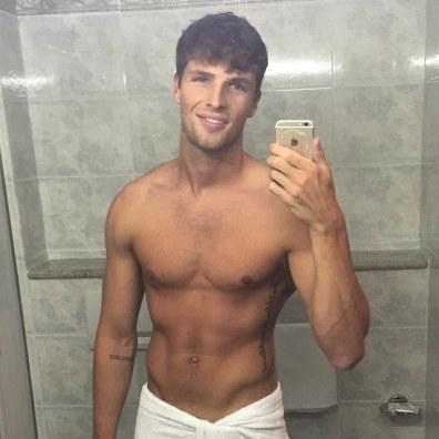 Nosi čim manj, ko posnameš selfi v kopalniškem ogledalu.