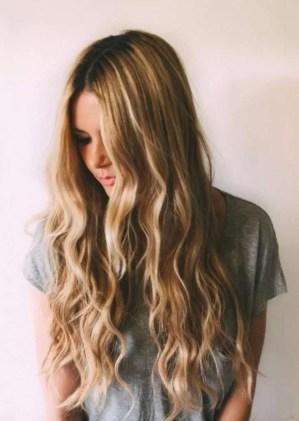 19 deklet, ki navdihujejo s svojimi dolgimi lasmi: Plažni kodri.