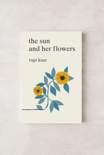 Knjiga poezije: Rupi Kaur, The Sun and Her Flowers (14,99 evra)