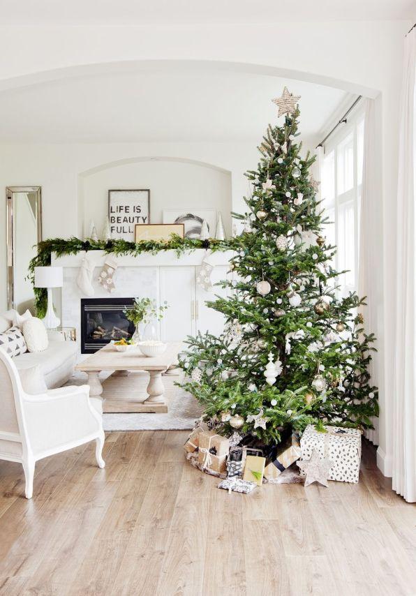Kako letos čudovito okrasiti božično drevo?