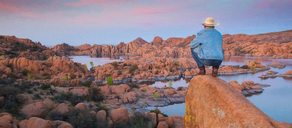 USA, Arizona, Prescott, Watson Lake reservoir at sunset, MR