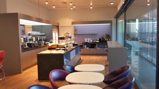 Austrian Airlines Senator Lounge Vienna Food presentation