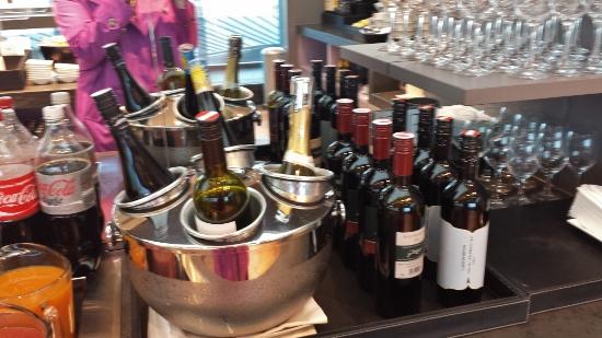 Austrian Airlines Senator Lounge Vienna wine