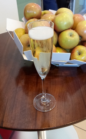 Lufthansa Lounge Dulles Champagne