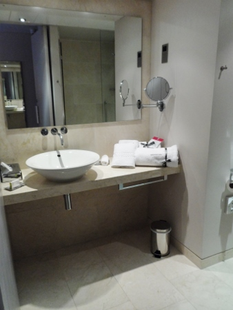 The Morrison DoubleTree Hotel Dublin Bathroom