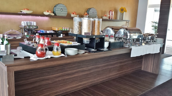 MXP Sheraton Malpensa Club Lounge Hot Breakfast items
