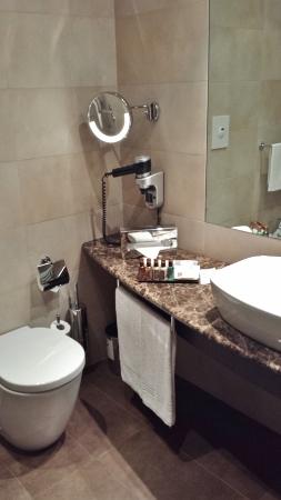 MXP Sheraton Malpensa Diplomatic Suite guest bathroom toilet