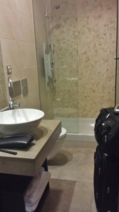 Madrid Airport T4 Iberia saladali lounge shower melia hotels