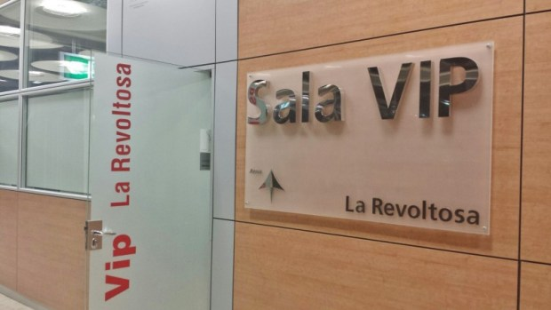 Madrid Airport T4 lounge sala La Revoltosa