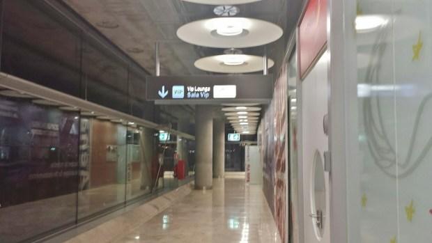 Madrid Airport T4 lounge sala signage