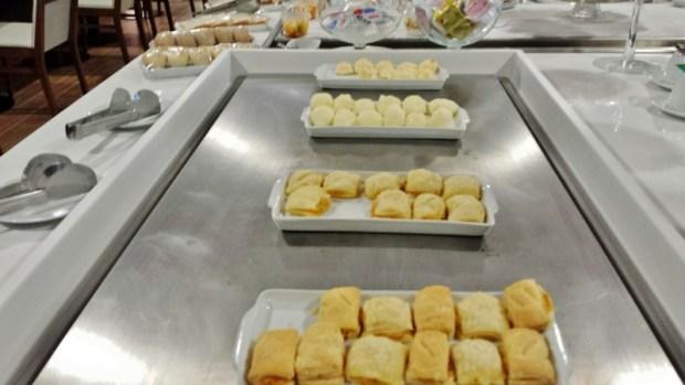 Tryp Wyndham GRU Airport Hotel hot breakfast options