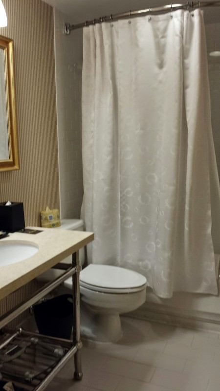 Sheraton Laguardia East Hotel executive suite bathroom
