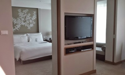 Le meridien chiang mai executive suite doors to bedroom
