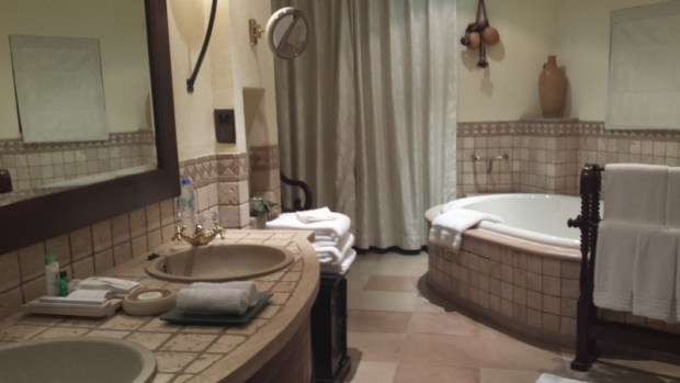 al maha resort dubai bedoin suite bathroom