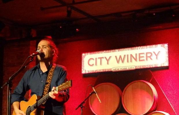 800px-Concert_de_Citizen_Cope_à_la_City_Winery_de_New_York